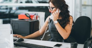 How to become an administrative assistant with no experience